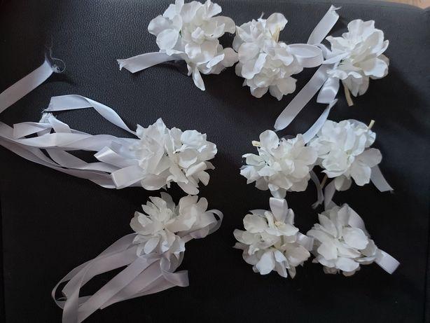 Kwiaty do ozdoby auta na ślub.
