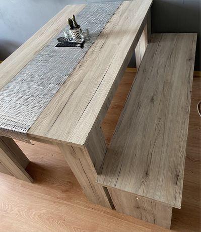 Stół plus dwie ławki