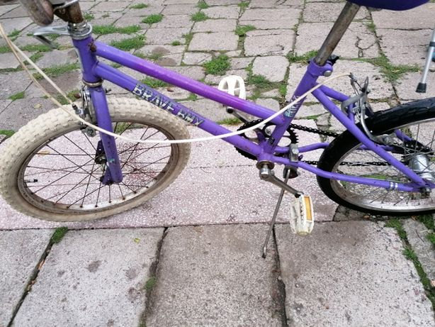 Rower BMX widoczny na zdjęciach sprawny