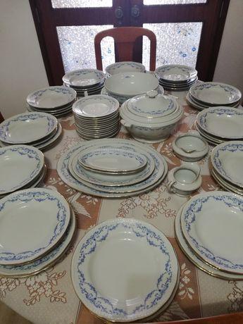 Vendo Serviço de Porcelana Jantar/Chá /Café 122 peças 2,550 €
