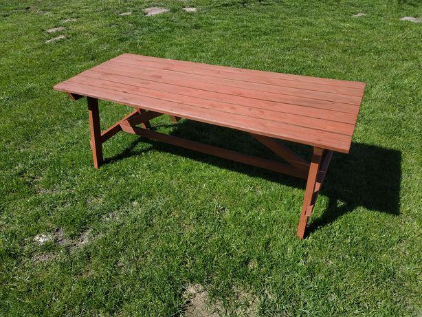 Stabilny stół ogrodowy.