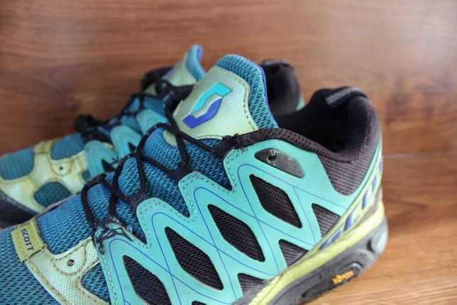 оличные кроссовки scott