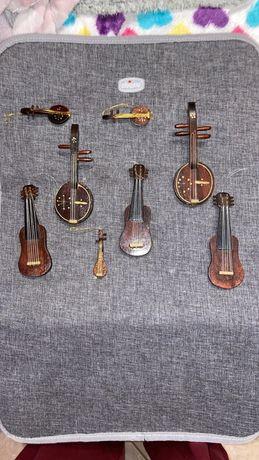 Mini violas de madeira