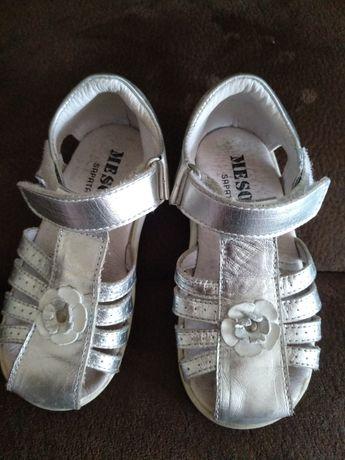 Sandálias de menina 24