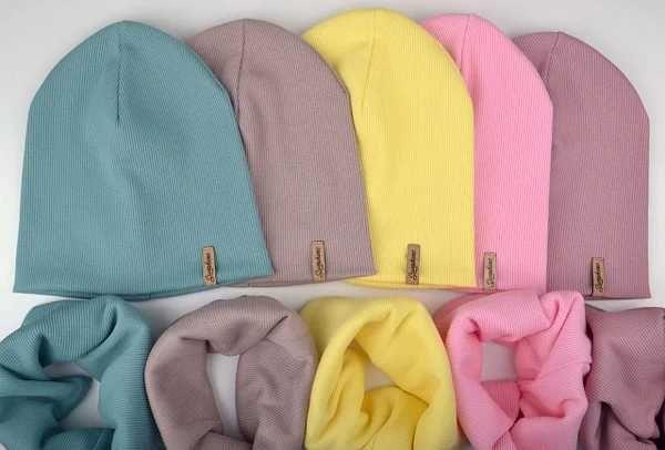 Комплект набор шапка и хомут шапочка желтая весенняя для девочки