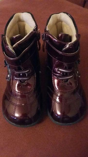Ботинки сапожки деми лаковые 22 размер