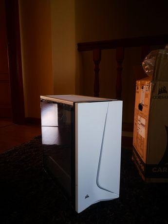Caixa de computador gaming / Média
