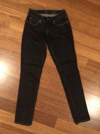 Damskie jeansy Levis