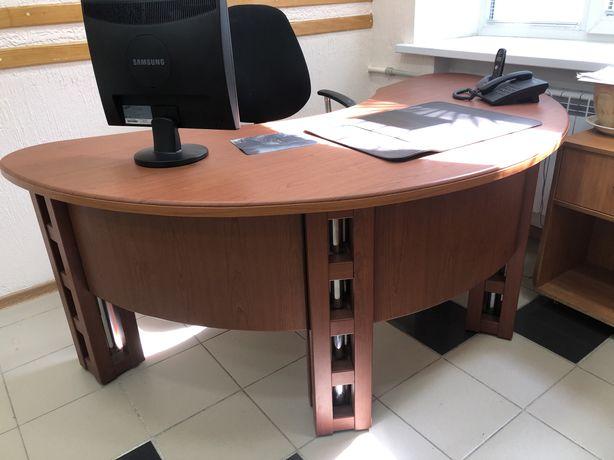 Стол руководителя офисный.