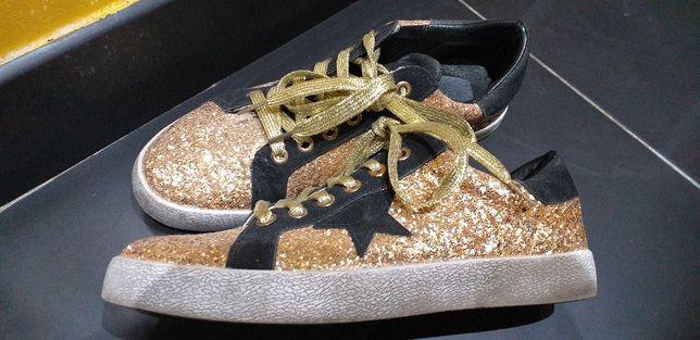 Ténis Pretos e Glitter Dourados 38/39