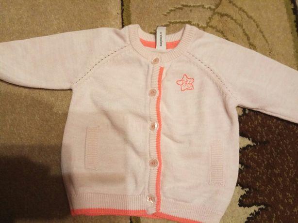 Dziewczęcy niemowlęcy sweterek różowy na guziki rozmiar 50 (lub 56)