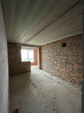 Топова односпальнева квартира з двома балконами у центрі міста