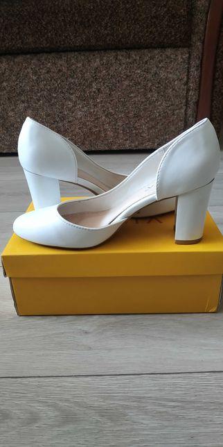 Туфлі білі в гарному стані