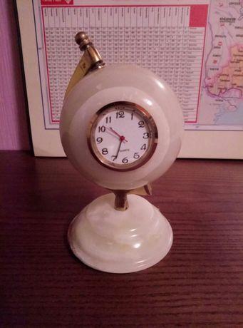 Сувенир/статуэтка Часы- Глобус из оникса.