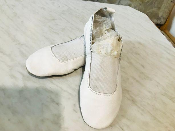 Продам Чешки для танцев белые размер 23
