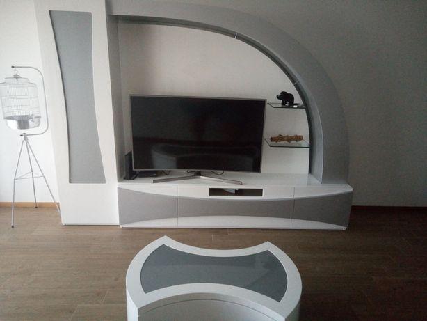 Móvel de TV e outros afins com mesa de centro semi-novo