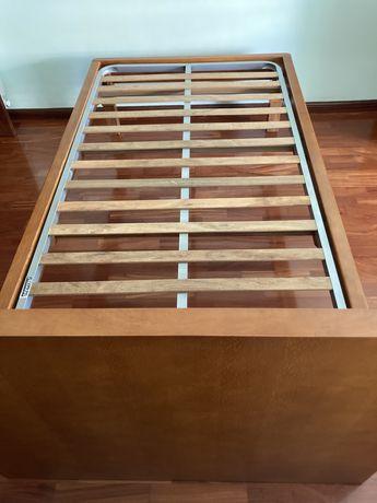 Cama corpo e meio (madeira macissa) com estrado.