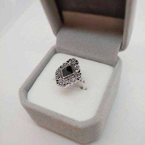Duży srebrny pierścionek r.16 z czarnym emaliowanym oczkiem
