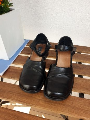 Czarne buty rzep skóra pantofle 38