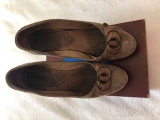 Sapatos de camurça castanhos tamanho 39