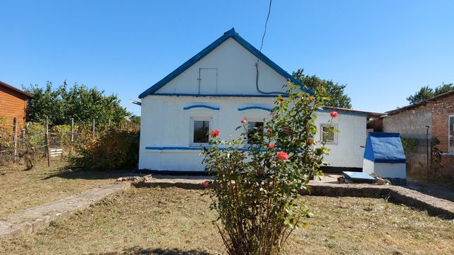 Продам дом в Азовском 1 км до моря