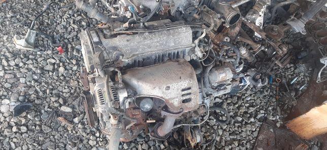 Toyota rav 4 silnik cały na części alternator roztusznik glowica