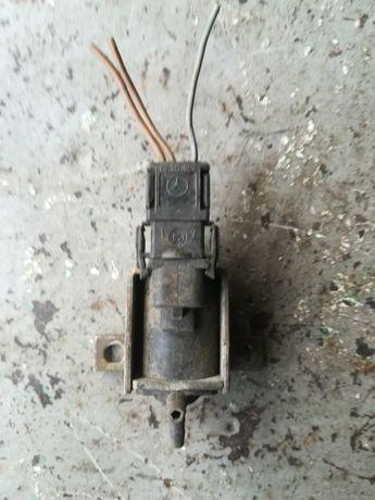 Клапан подачи воздуха Мерседес W202 / Mercedes W202