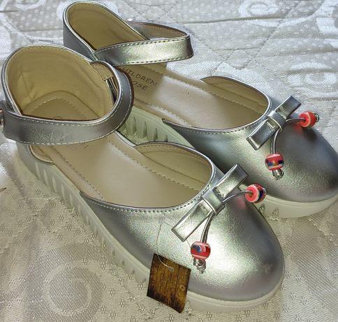 Дитячі туфельки для дівчинки