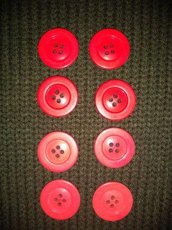 Czerwone i różowe guziki