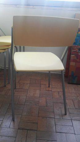 Conjunto de 4 cadeiras em plástico de IKEA