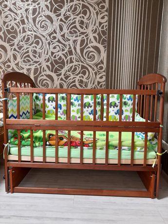 Дитяче дерев'яне ліжечко-маятник