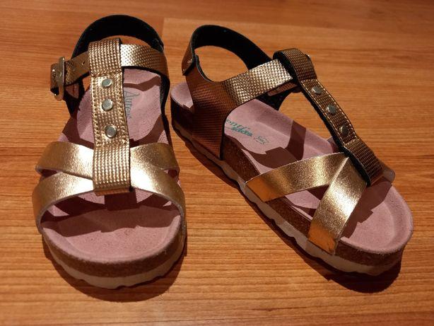 Sandálias N°28 novas!!