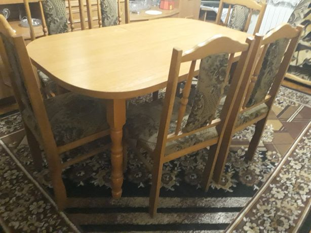 Stół rozkładany z krzesłami