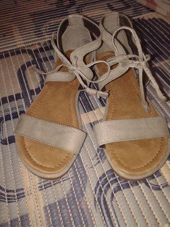 Сандалии женские или на девочку 35-36 размер на завязках (верёвочках)