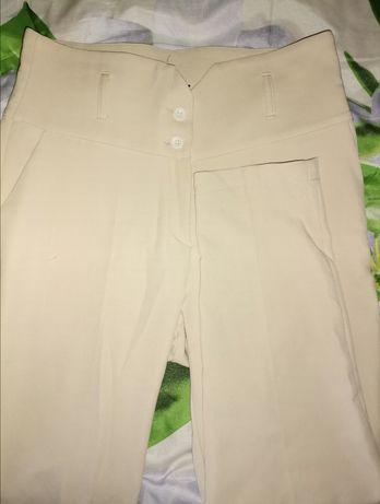 Beżowe materiałowe spodnie