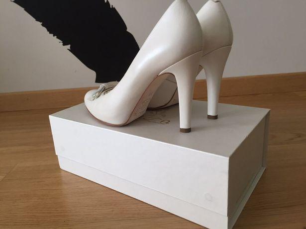 Szpilki czółenka białe UNISA piorno buty ślubne Zalando