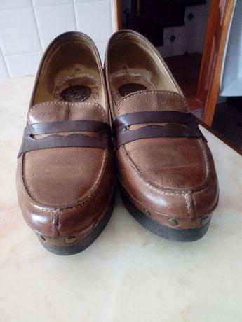 sapatos em pele marca Ruika em camel e castanho muito bonitos