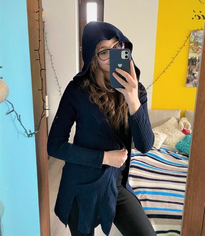 Granatowy kardigan - sweter z kapturem i kieszonkami
