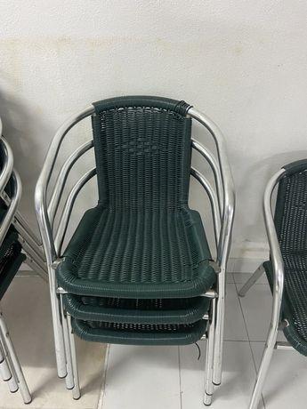 Cadeira de aço e palha sintetica