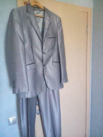 Продам мужской костюм на торжество