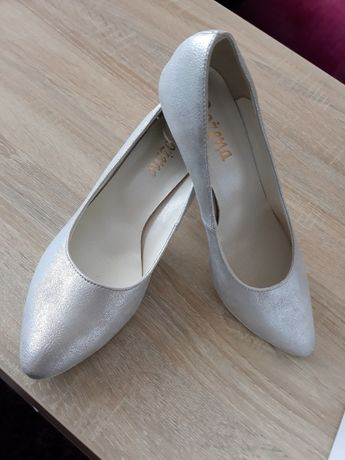 Nowe srebrne buty ślubne