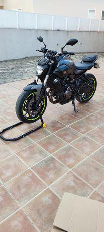 Cavalete para mota dá para roda da frente e de atrás