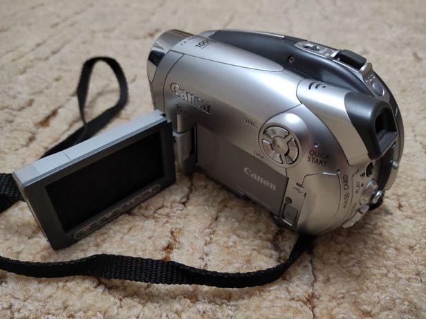 Цифровая видеокамера Canon DC220