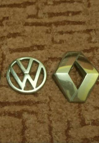 Емблемні значки Volkswagen і Renault