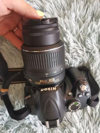 Nikon d3000 + akcesoria niski przebieg