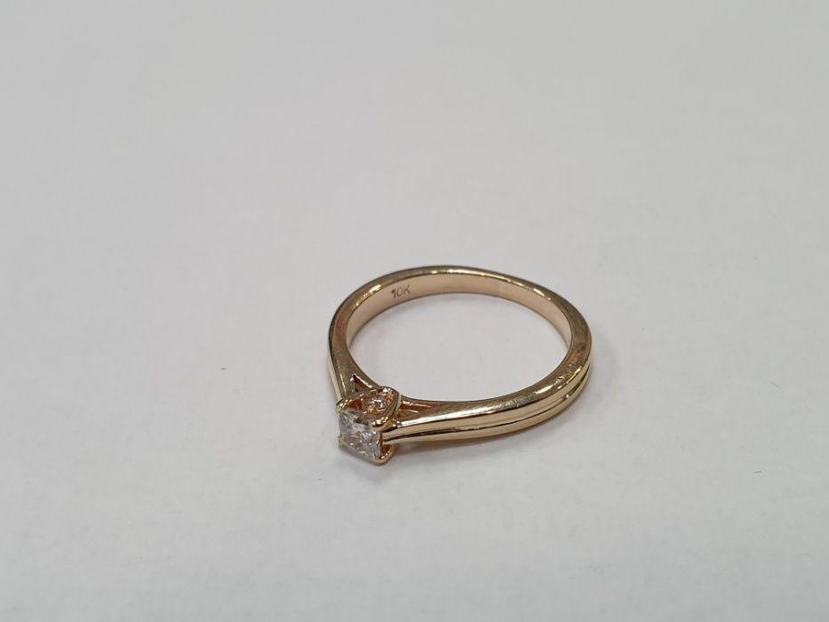 Piękny złoty pierścionek damski/ 417/ 2.4 gram/ R12/ Brylanty/ Idealny