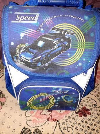 Фирменный рюкзак для мальчика 1-4 классов