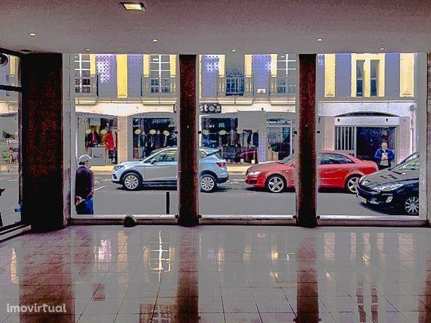 Loja com duas frentes, Centro da Cidade, com garagem, Aveiro
