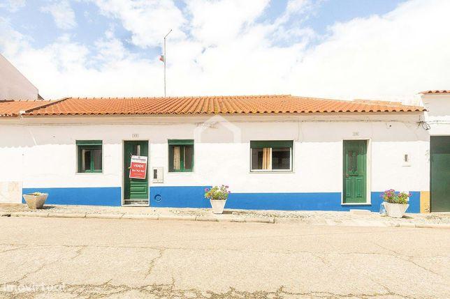 Prédio com 2 moradias térreas e amplo quintal | Vimieiro