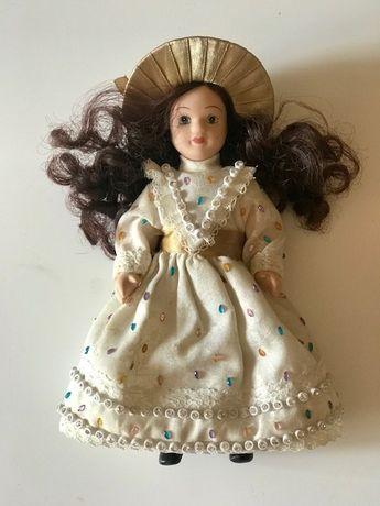 Красивая фарфоровая кукла, 19 см